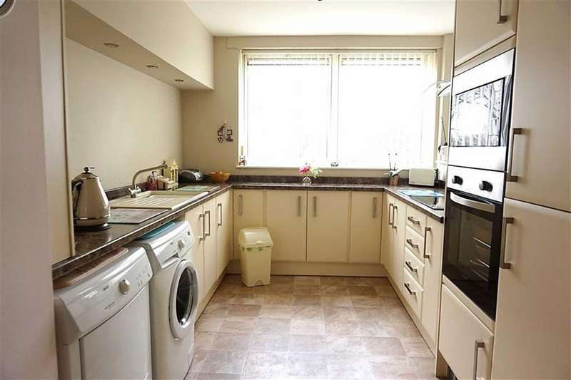 2 Bedrooms Apartment Flat for sale in Lindsey Place, West hull, Hull, HU4