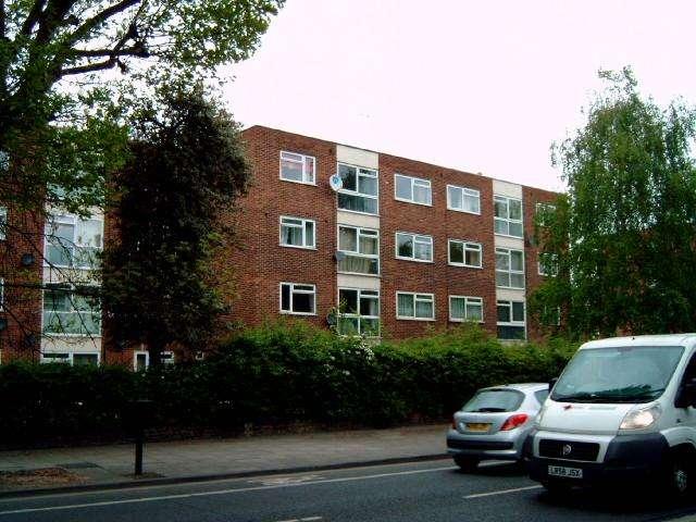 2 Bedrooms Flat for sale in Azalea Close, Hanwell , London W7