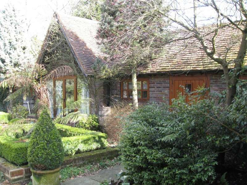 2 Bedrooms Cottage House for rent in Pednor, Chesham, HP5
