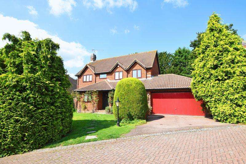 5 Bedrooms Detached House for sale in Greenfield Drive, Uckfield