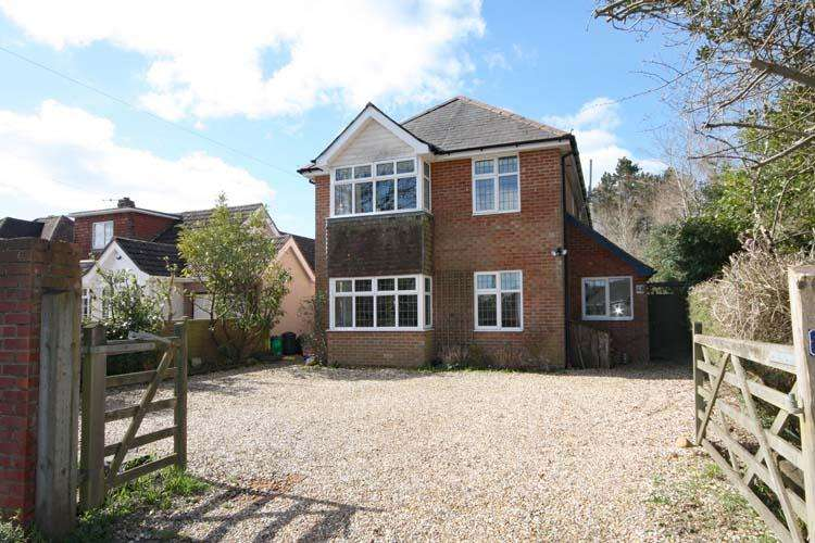 5 Bedrooms Detached House for sale in Ramley Road, Penningon, Lymington SO41