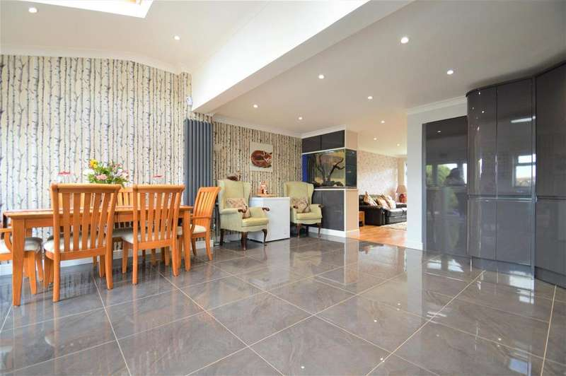 3 Bedrooms End Of Terrace House for sale in Cervia Way, Gravesend