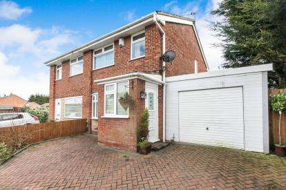3 Bedrooms Semi Detached House for sale in Moston Way, Great Sutton, Ellesmere Port, CH66