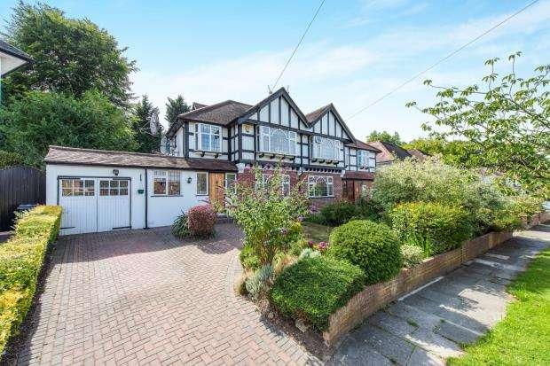 3 Bedrooms Semi Detached House for sale in London, Kingston Vale, London