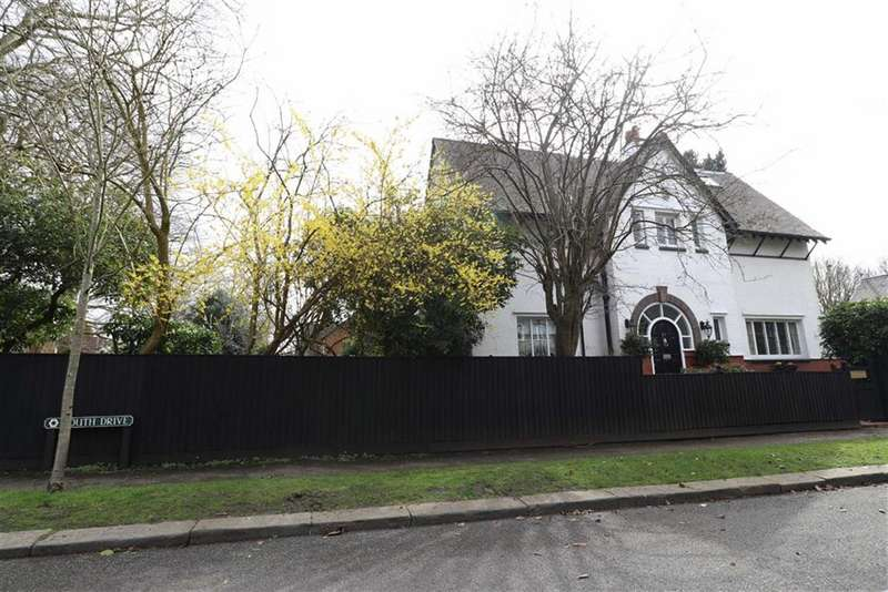 4 Bedrooms Detached House for sale in South Drive, Chorltonville, Manchester, M21