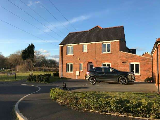 3 Bedrooms Semi Detached House for sale in Applemint Close, West Timperley