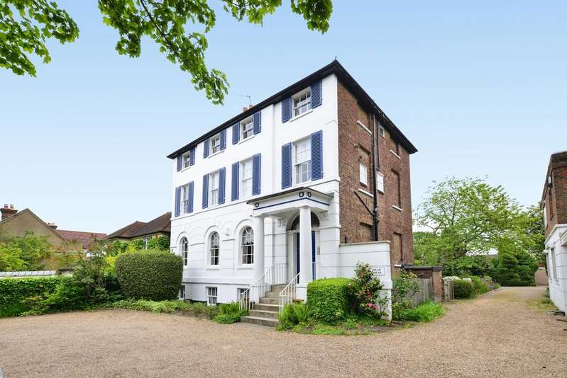 3 Bedrooms Flat for sale in Heathfield Lane Chislehurst BR7