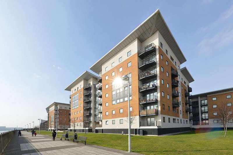 2 Bedrooms Apartment Flat for sale in Inverness Mews, Galleons Lock, E16