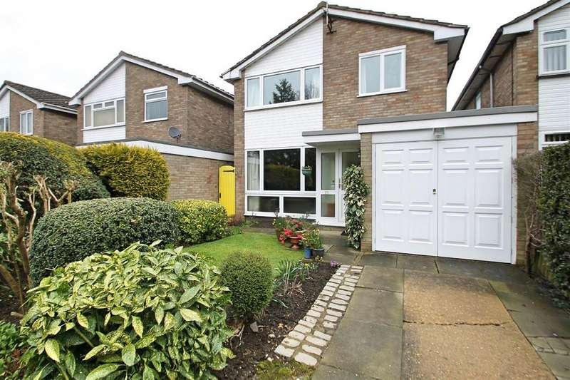 4 Bedrooms Detached House for sale in Wendover Way, Bushey