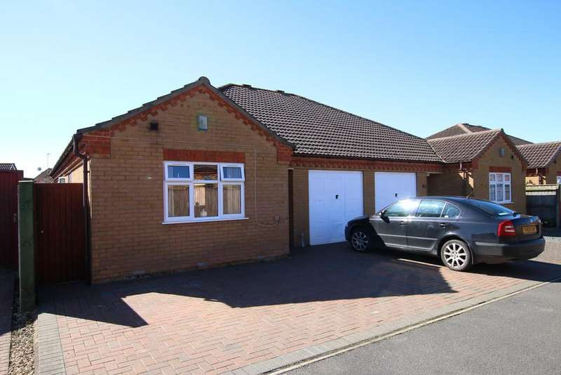 3 Bedrooms Semi Detached Bungalow for sale in Roman Way, March
