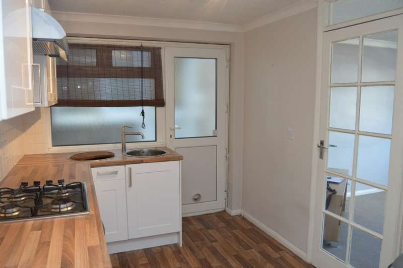2 Bedrooms Maisonette Flat for sale in Ethelburga Road, Harold Wood