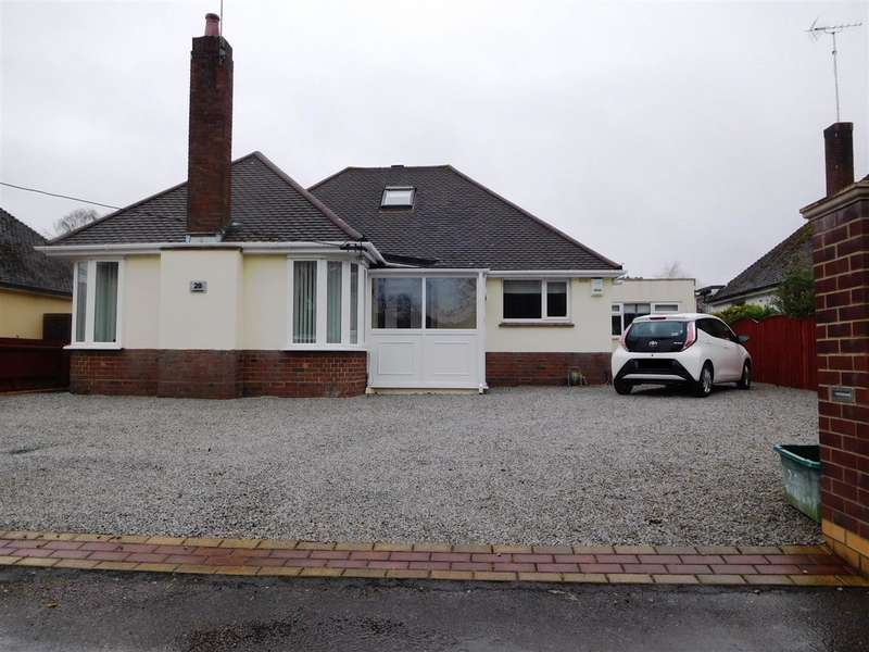 3 Bedrooms Bungalow for sale in Dorchester Road, Poole