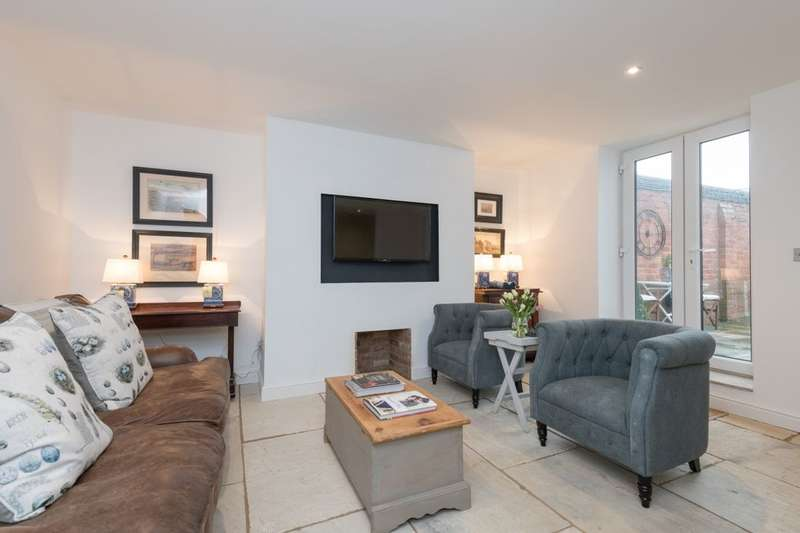 2 Bedrooms Flat for sale in Church Square, Whitby, YO21