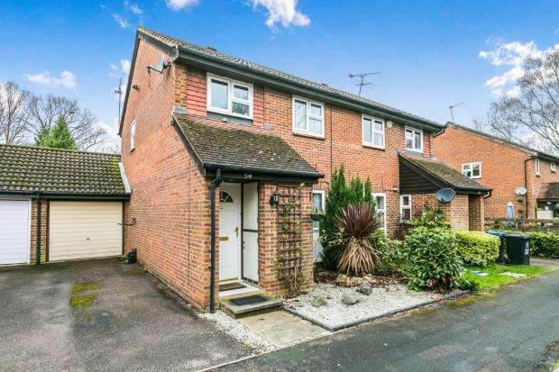 3 Bedrooms Semi Detached House for sale in Woking, Surrey, .