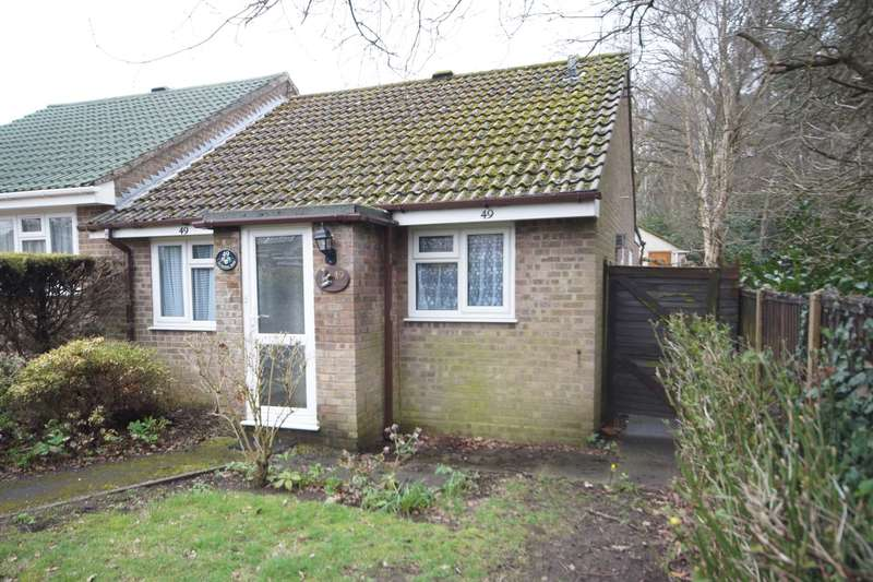 2 Bedrooms Semi Detached Bungalow for sale in Jacaranda Road, Bordon, GU35