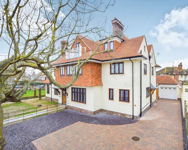 4 Bedrooms Town House for sale in Frinton-on-Sea
