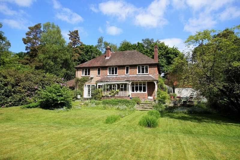 5 Bedrooms Detached House for sale in Liss Forest, Hampshire