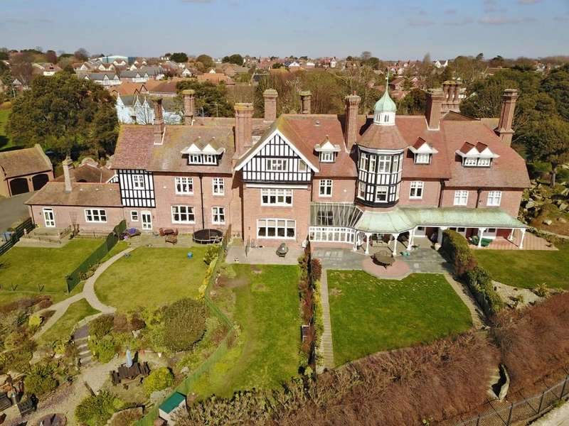 5 Bedrooms Town House for sale in Maybush Lane, Felixstowe, IP11 7NA