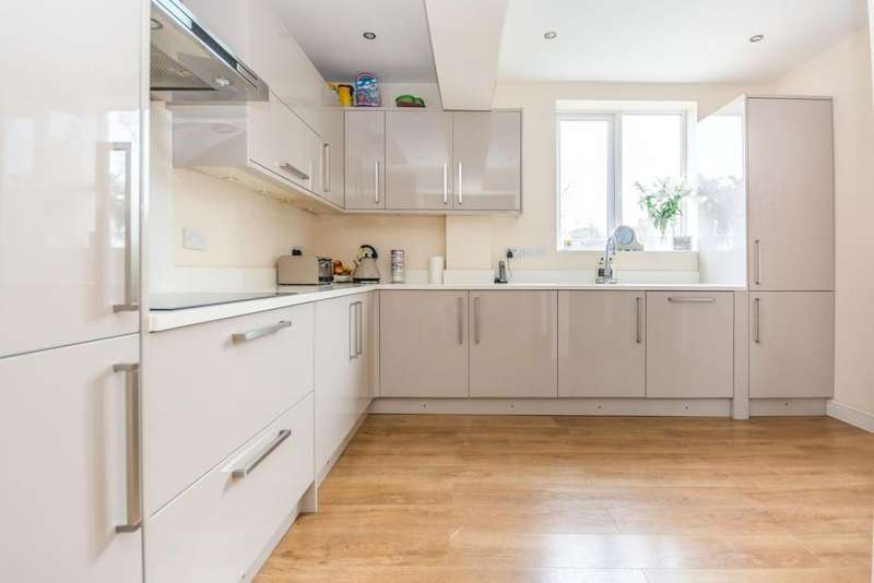 4 Bedrooms Semi Detached House for sale in Doveridge Road, Hall Green