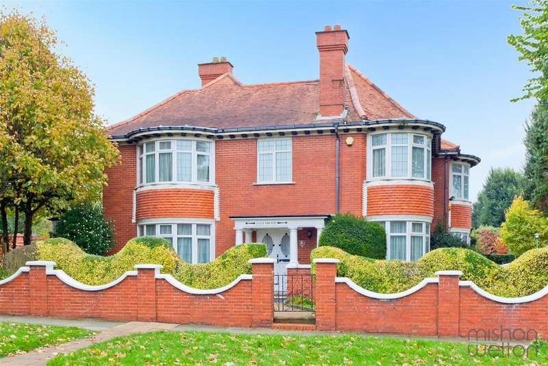 5 Bedrooms Detached House for sale in Hove Park Road, Hove