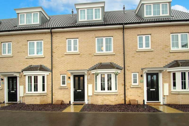 3 Bedrooms Town House for sale in Osprey Drive, Stowmarket, IP14