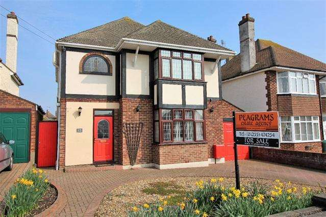 4 Bedrooms Detached House for sale in Park Way, Clacton on Sea