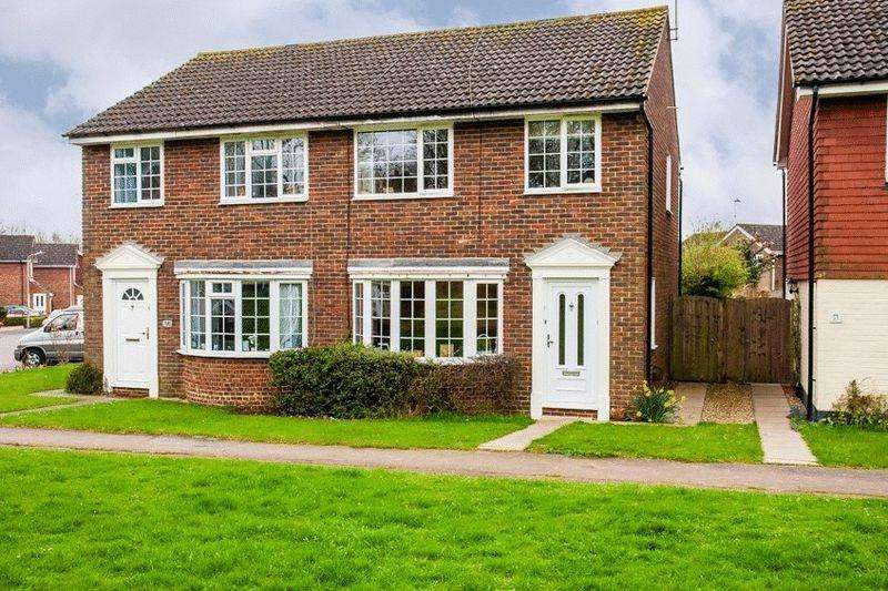 3 Bedrooms Semi Detached House for sale in Greenway Walk, Buckingham