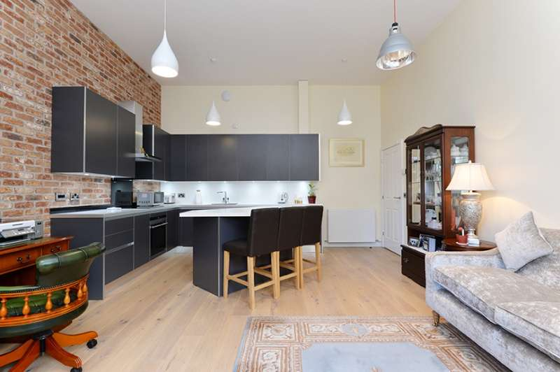 2 Bedrooms Ground Flat for sale in Duncan Place, Leith, Edinburgh, EH6 8HW