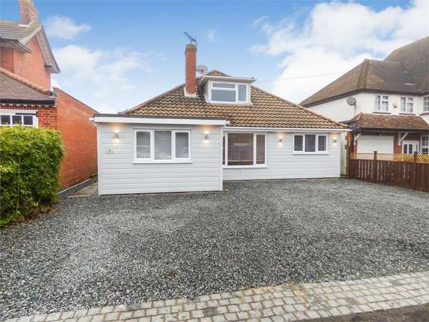 3 Bedrooms Detached Bungalow for sale in Bury Road, Epping, Essex