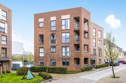2 Bedrooms Flat for sale in Grays, Essex, .