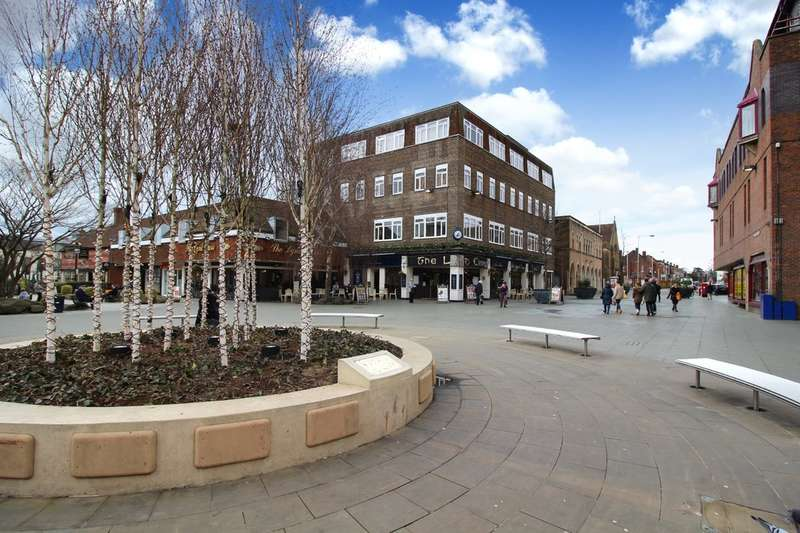 2 Bedrooms Flat for sale in St Johns House, Horsham