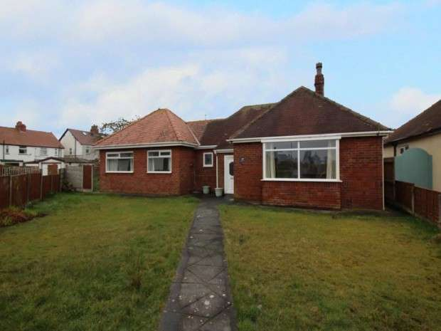 4 Bedrooms Bungalow for sale in South Square, Thornton-Cleveleys, FY5