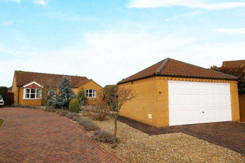 3 Bedrooms Detached Bungalow for sale in Heath Road, Navenby, Lincoln, LN5 0TT
