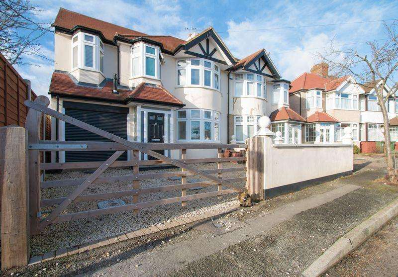 4 Bedrooms House for sale in Haslam Avenue, Sutton. SM3 9ND
