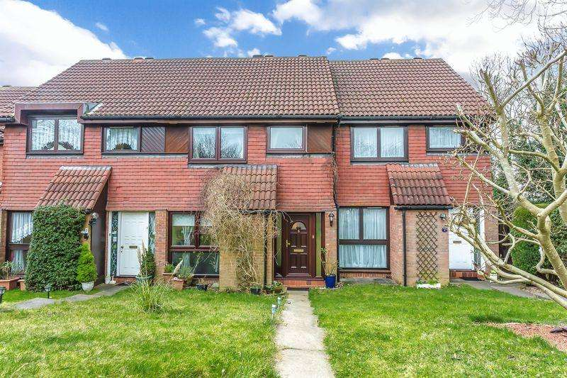 3 Bedrooms Terraced House for sale in Hillside Close, Banstead. SM7 1ET