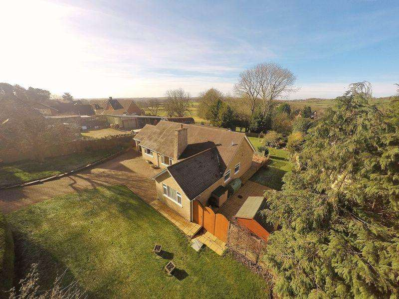4 Bedrooms Bungalow for sale in Church Road, Upper Boddington, Immaculate throughout