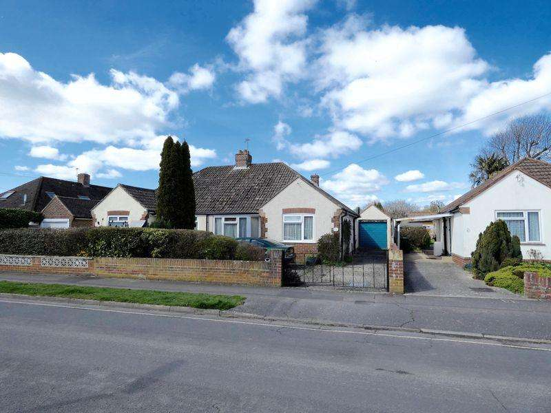 2 Bedrooms Bungalow for sale in Cedar Drive, Chichester
