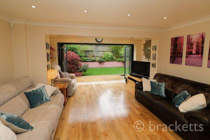 4 Bedrooms Semi Detached House for sale in Broomfield, Bells Yew Green