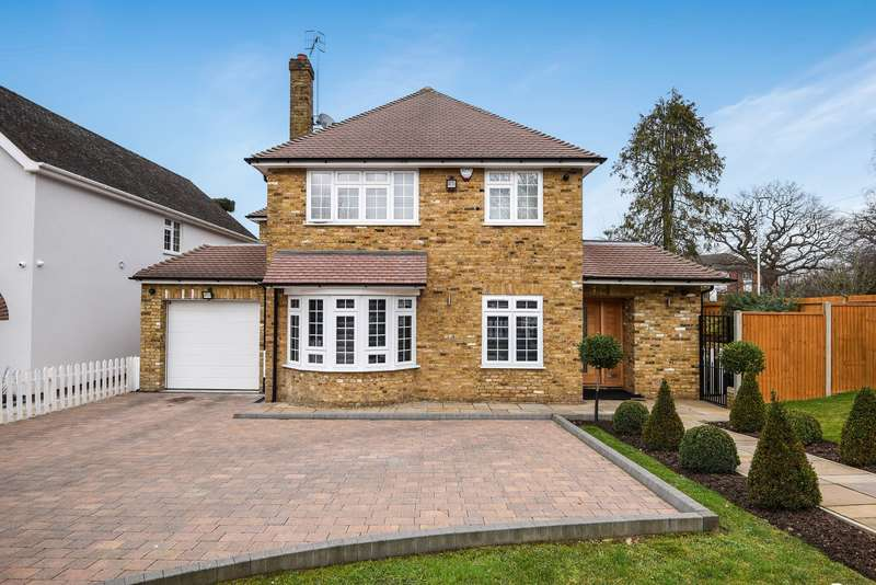 4 Bedrooms Detached House for sale in Grove Road, Northwood