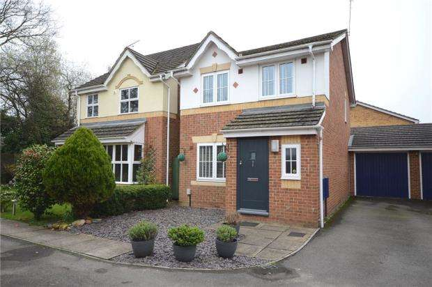 3 Bedrooms Link Detached House for sale in Lincoln Close, Ash Vale, Surrey