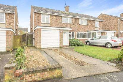 3 Bedrooms Semi Detached House for sale in Caister Road, Bedford, Bedfordshire