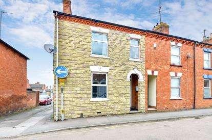 2 Bedrooms Maisonette Flat for sale in Aylesbury Street, Wolverton, Milton Keynes