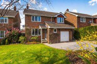 4 Bedrooms Detached House for sale in Springwood Road, Heathfield, East Sussex, United Kingdom