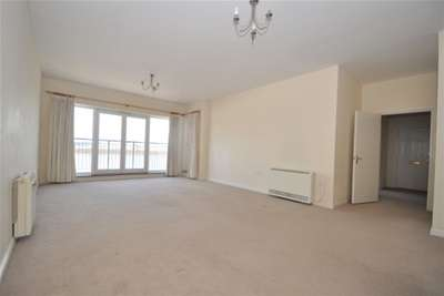 2 Bedrooms Penthouse Flat for rent in Commissioners Court, Chatham