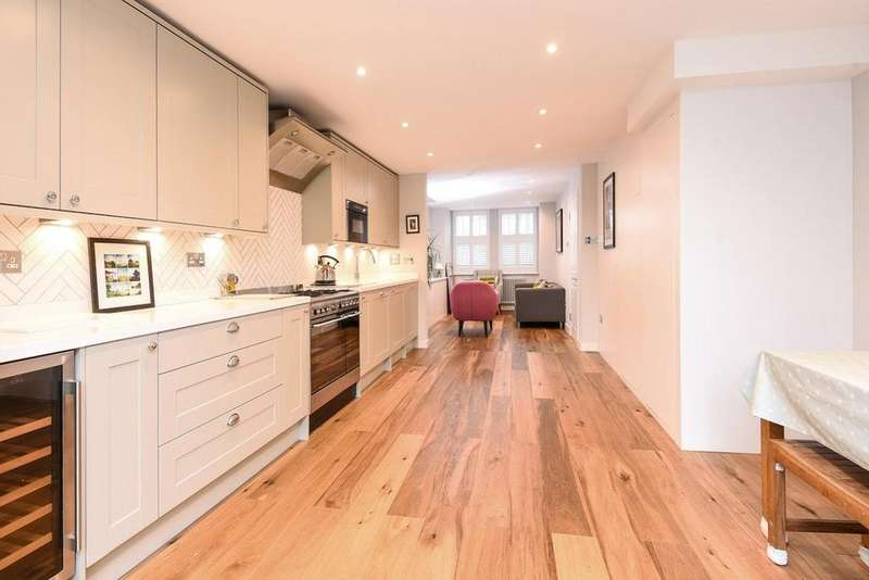 4 Bedrooms Terraced House for sale in Trinity Road, Balham