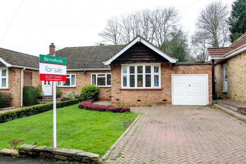 2 Bedrooms Semi Detached Bungalow for sale in Downsland Drive, Brentwood, Essex, CM14