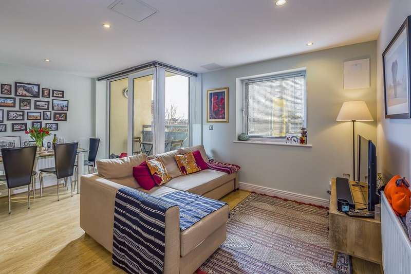 1 Bedroom Apartment Flat for sale in Wards Wharf Approach, E16