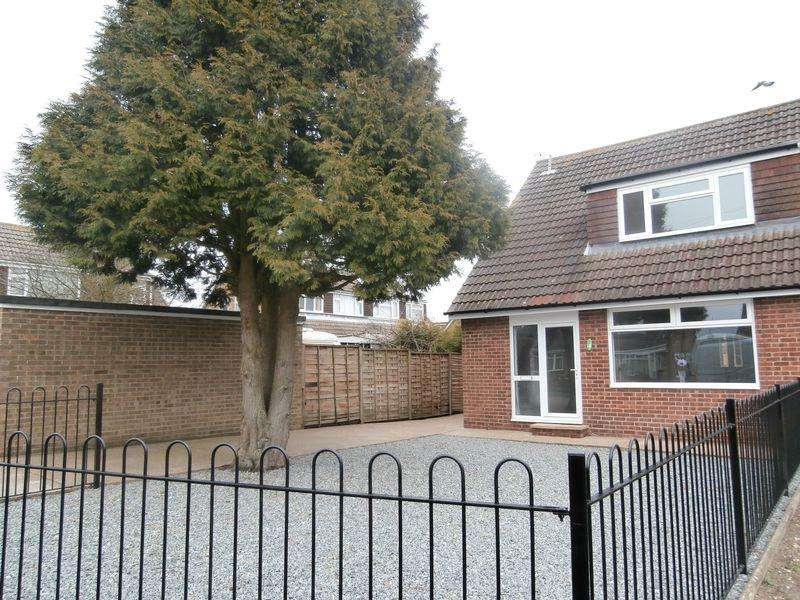 3 Bedrooms Semi Detached Bungalow for sale in Elm Tree Avenue, Hull