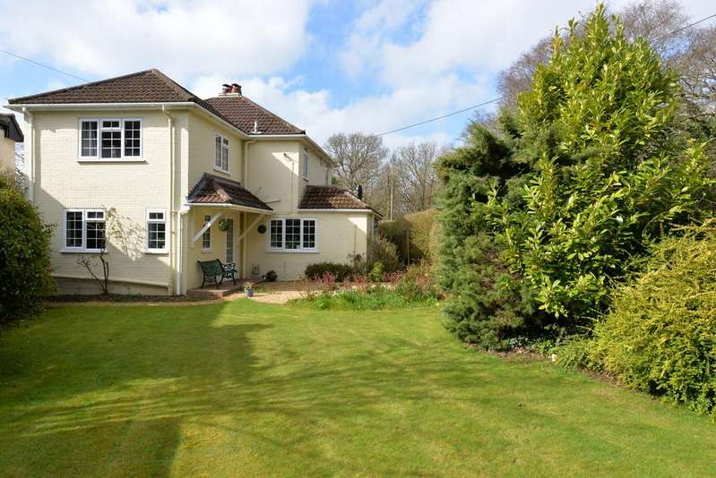 4 Bedrooms Detached House for sale in Barton Common Lane, New Milton