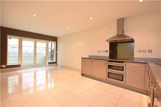 2 Bedrooms Flat for sale in Harbour House, BRISTOL, BS8 4UB